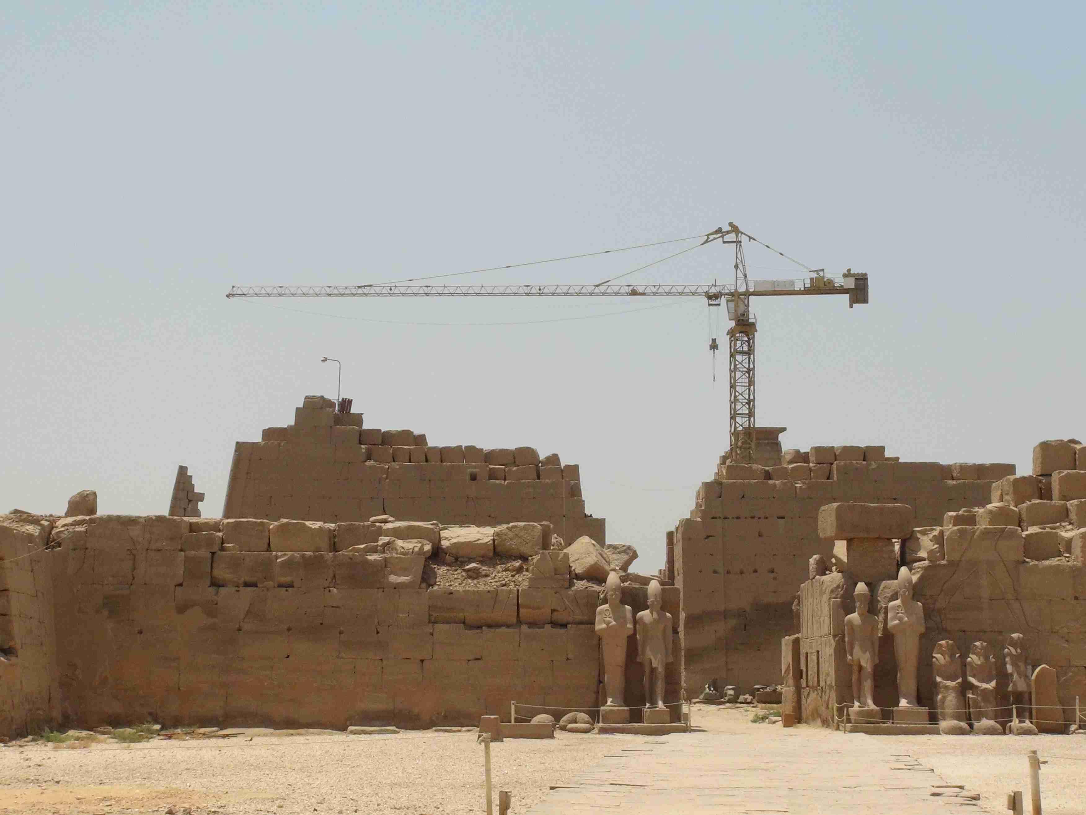 Кто строил Карнакский храм?